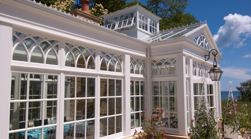 Conservatory with hanging light